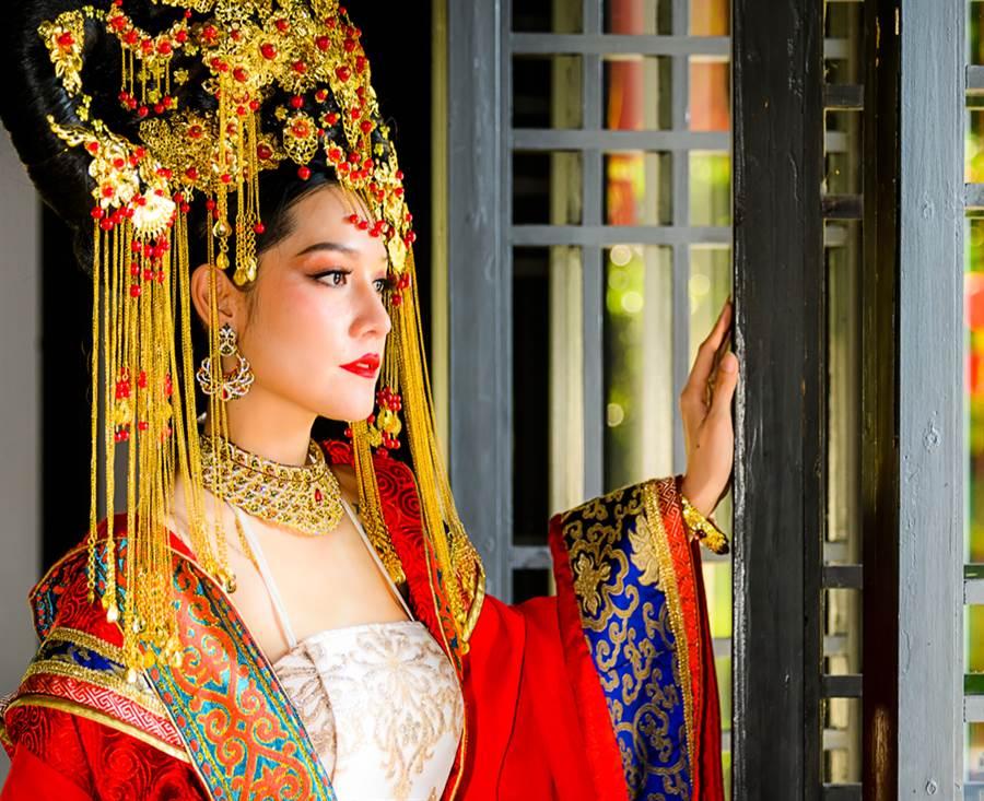 古代妃嬪為何要穿花盆底鞋?竟是為了方便皇帝(示意圖/達志影像)