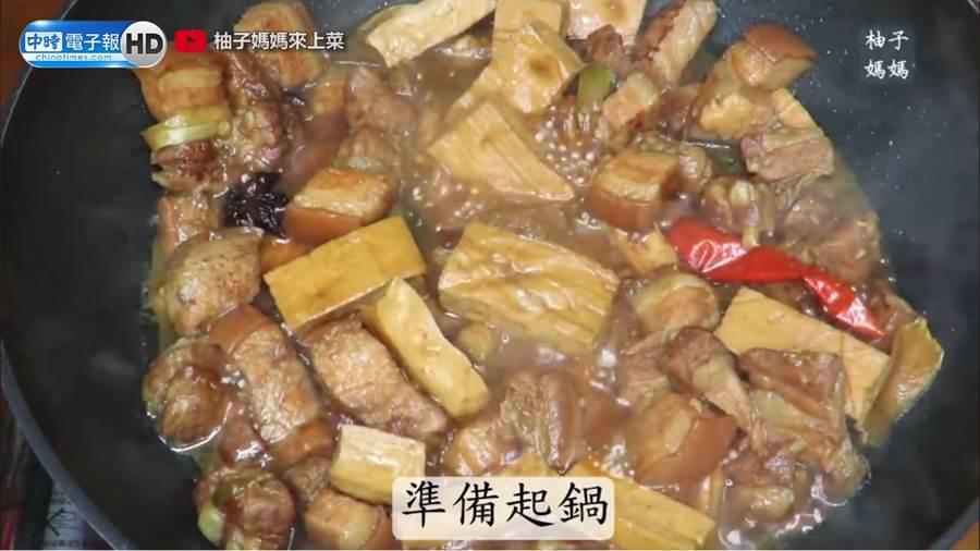 美妹滷五花肉準備起鍋。(圖/柚子媽媽來上菜 授權)