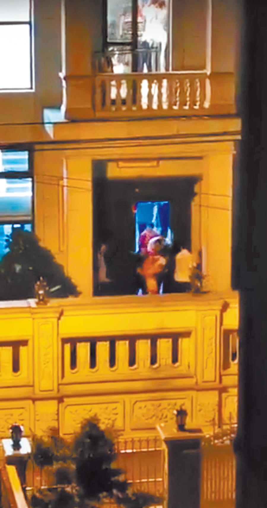 大陸美的創始人何享健,其廣東順德北滘君蘭國際高爾夫生活村的住處,遭5名搶匪闖入挾持,大陸公安15日清晨攻堅逮捕5嫌。(摘自網路)