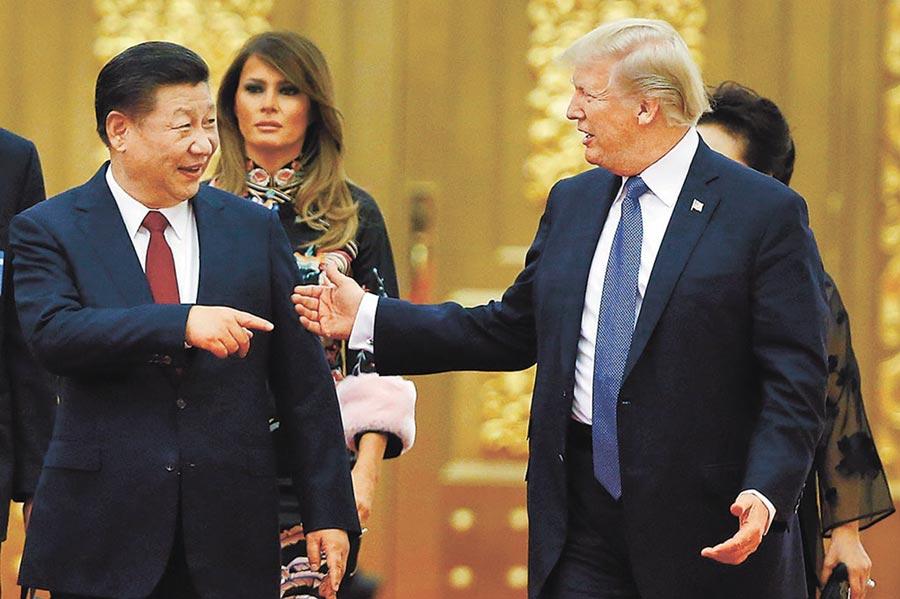 新加坡前駐聯合國大使馬凱碩認為,川普(右)下台後,「中國會想念他」。(美聯社)