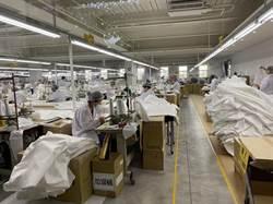 疫情衝擊營收 全球第一水類運動衣製造廠順勢加入防護衣國家隊