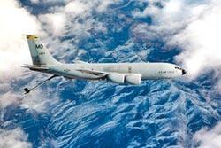 美KC-135加油機上午飛越台灣東南海域 陸戰機監控