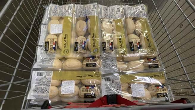 好市多半熟麵包廣受歡迎,直到今天依舊是熱銷商品 (圖/Costco好市多 商品經驗老實說)