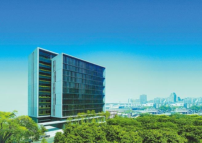 南港全新落成的「村泉NEO ONE」,為回流台商和計畫升級轉型的在地企業,提供旗艦級總部。圖/業者提供