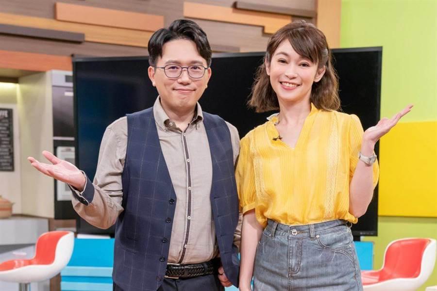 鄭凱云(右)及江坤俊搭檔主持《健康2.0》。(TVBS提供)
