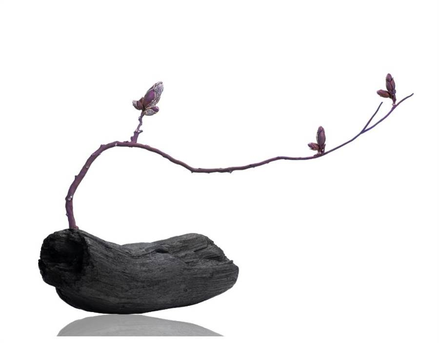 AKACHEN榮獲V&A博物館購藏的珠寶作品《木蘭》。(AKACHEN提供)