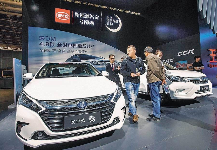 華為與比亞迪攜手合作,華為麒麟晶片已經獨立應用在汽車數位座艙領域。圖/新華社