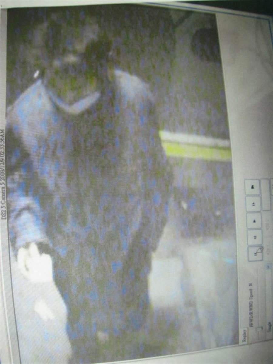 警方根據關鍵監視器畫面終於破案。