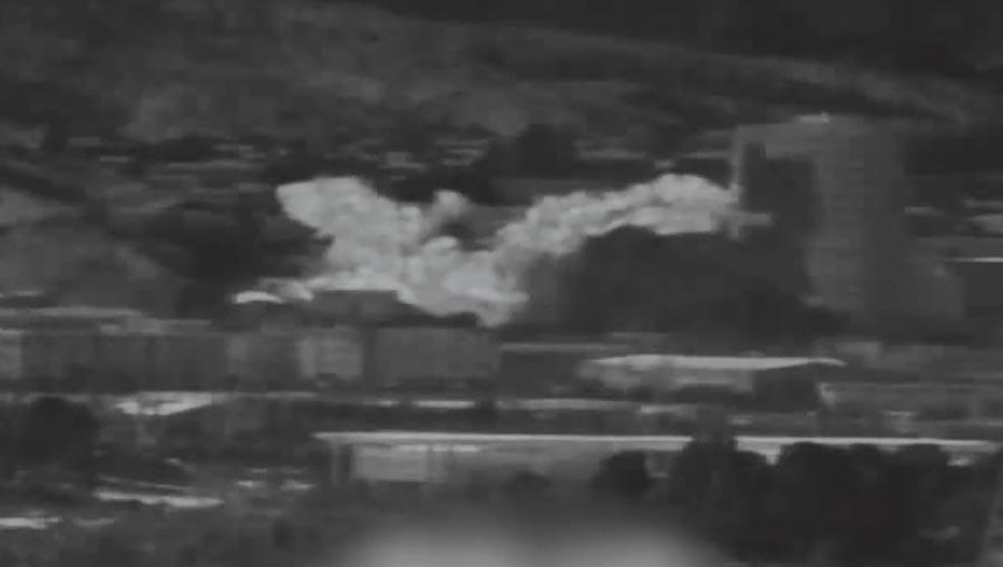 北韓炸毀位於北韓境內開城工業區內的朝韓聯絡辦公室,建築物被拍到飄出濃濃巨煙。(美聯社)