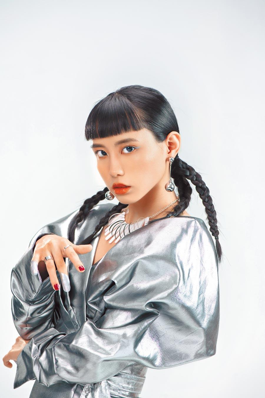 李芷婷圓夢發片,藉由新歌〈I'm not a little girl〉高唱成長宣言。(唯有音樂提供)