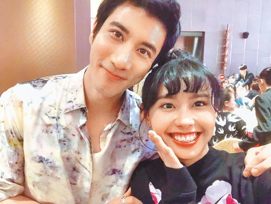 李芷婷(右)是《中國好聲音2019》季軍,也是導師王力宏的愛將。(唯有音樂提供)
