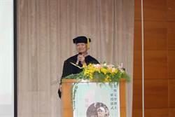 用文字關懷台灣 吳晟獲頒東華大學名譽文學博士