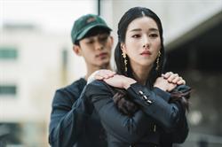 金秀賢與徐睿知浪漫「蝴蝶擁抱」 背後竟有洋蔥!