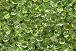 科學家計畫用綠色寶石砂來救地球