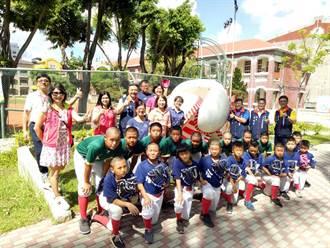 台南市中小學家長協會 捐贈棒球手套給公園國小