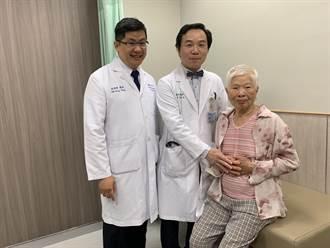 老婦以為心臟掉到肚子 醫驚見腹主動脈瘤