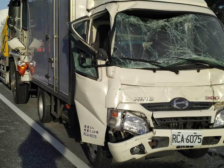 此起車禍造成3名傷者,分別送醫。(翻攝照片/莊旻靜新竹傳真)