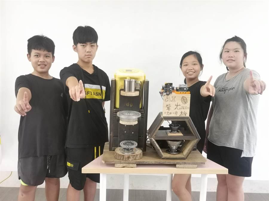 同安國小六年級學生打造「AI聲光自動咖啡機」具有人臉辨識系統可以客製化咖啡。(彰化縣政府提供/吳敏菁彰化傳真)