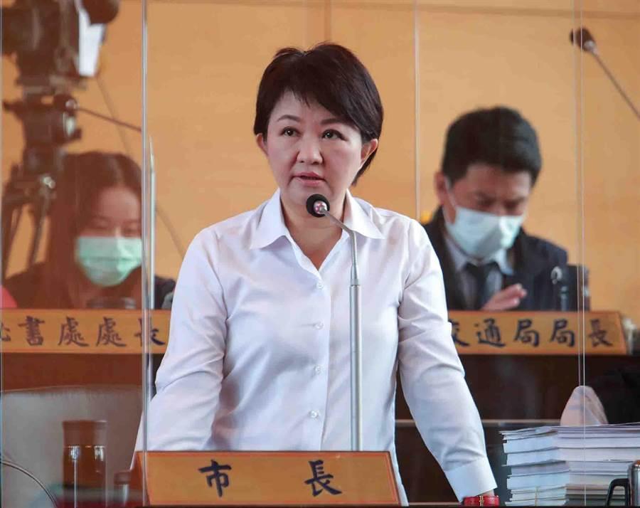 市長盧秀燕說,個案返台疫調並沒有據實以告,造成接觸人員的困擾及感染風險,依法將予以開罰。(陳世宗攝)
