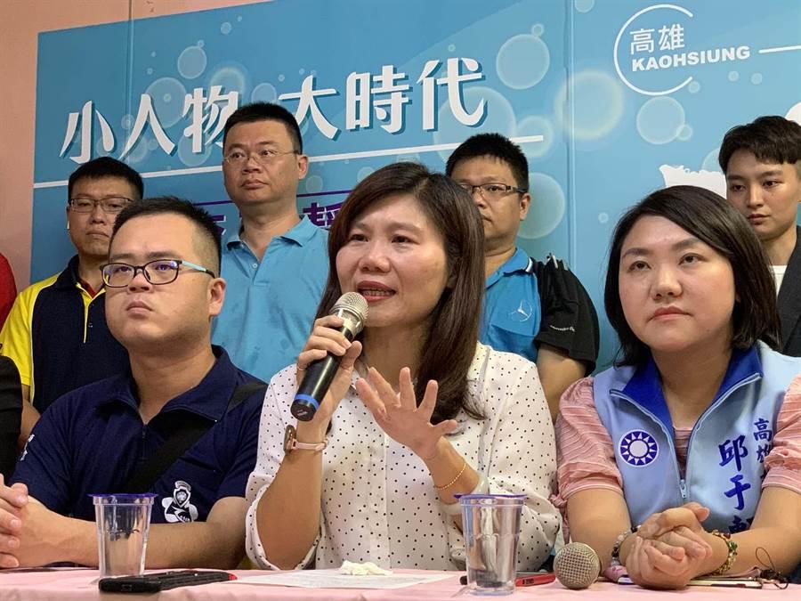 高市議員李雅靜(中)強調,會全力以赴參選,並尊重黨中央最後的決定。(柯宗緯攝)