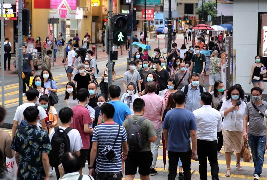 中共中央政治局委員、中央外事工作委員會辦公室主任楊潔篪與美國國務卿蓬佩奧17日在夏威夷對話,要求美國不要干預香港事務,圖為香港街景。(中新社)