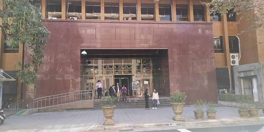 黃姓小王與已婚女同事發展辦公室戀情,台北地院判賠50萬元。(黃捷攝)