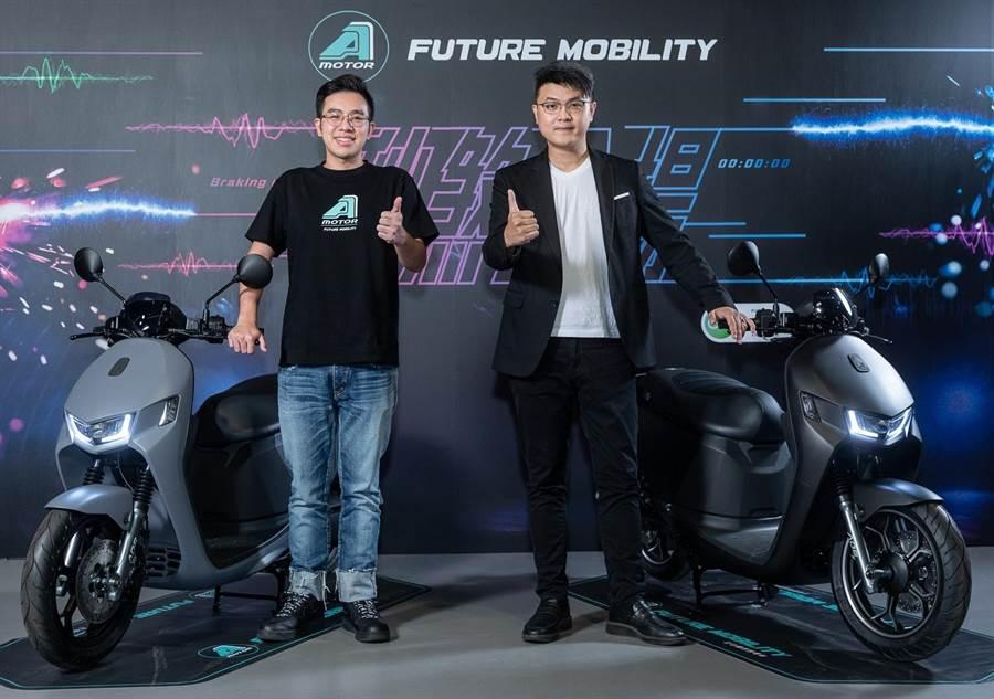 宏佳騰智慧電車特助鍾亞成(左)與執行長林東閔。(宏佳騰提供)