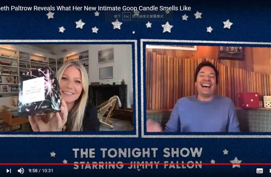 小辣椒介绍「高潮味辣烛」,让吉米法伦笑歪腰。(翻摄自YouTube)