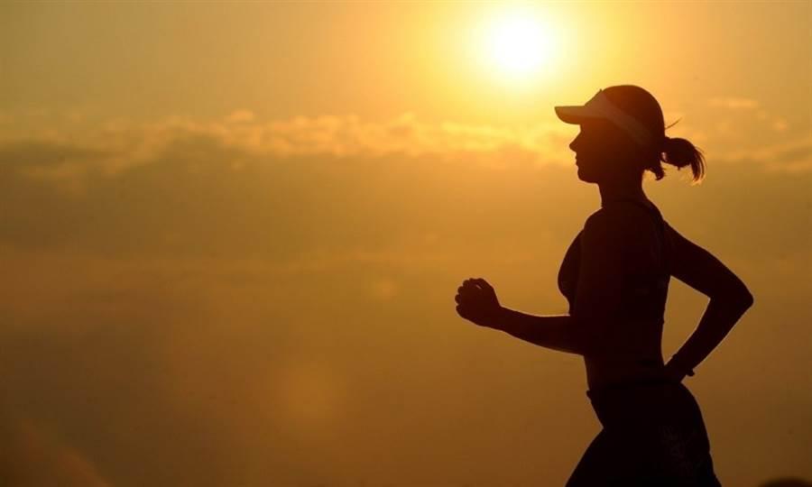跑步+核心訓練,燃脂又增肌。(圖片來源:pixabay)