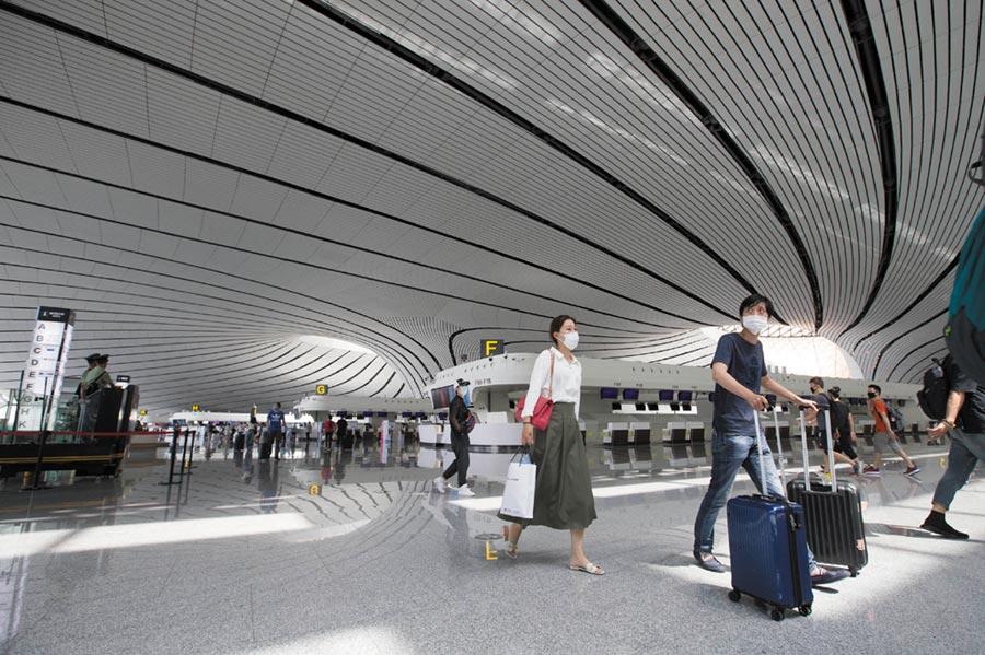 北京疫情升級,逾7成航班取消。圖為北京大興機場。(中央社)