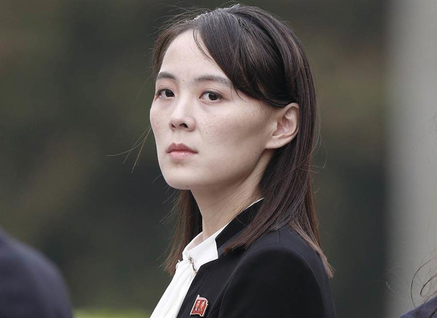 南北韓聯絡辦公室於16日下午遭北韓炸毀,不過金正恩的妹妹金與正3天前早已放話,「韓方將會看到毫無用處的南北共同聯絡辦事處坍塌成一片廢墟的情景」。圖為金與正。(美聯社)
