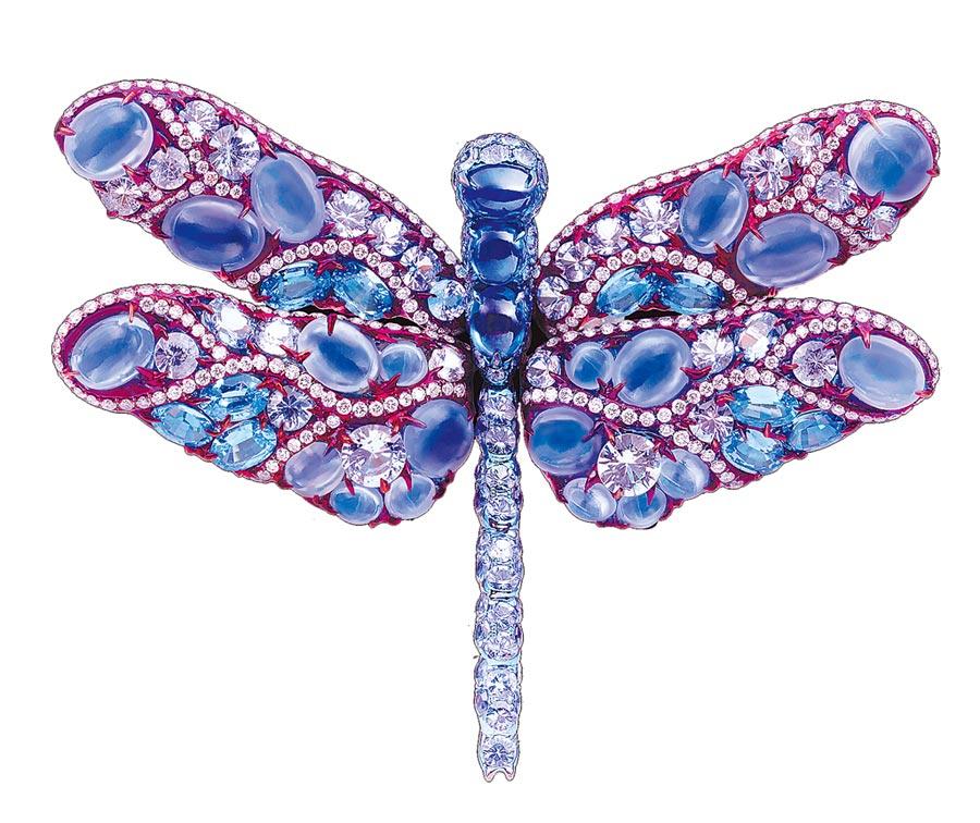 AKACHEN珠寶作品《紫蜻蜓》胸針。(AKACHEN提供)