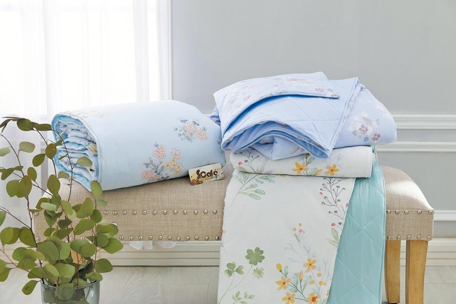 東妮寢飾冰咖啡紗涼感涼被、枕套2入組,特價1980元。(東妮寢飾提供)
