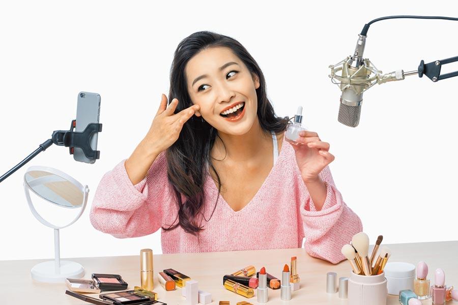 618來臨,直播帶貨成今年品牌商、電商平台的新寵。(視覺中國)