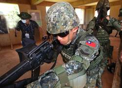 圖/陸軍特種作戰指揮部特一營 進行戰術任務行軍訓練