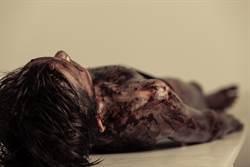 女屍左胸遭猛刺「吊樹慘死」 買兇殺人案震驚南非…兇手曝弒血價碼