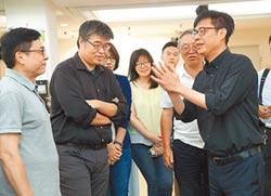 高市長補選起跑首日 陳其邁從菜攤出發