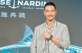 王陽明開超跑競速「車速打馬賽克」  遭警攔檢友嗆:要這樣搞我?