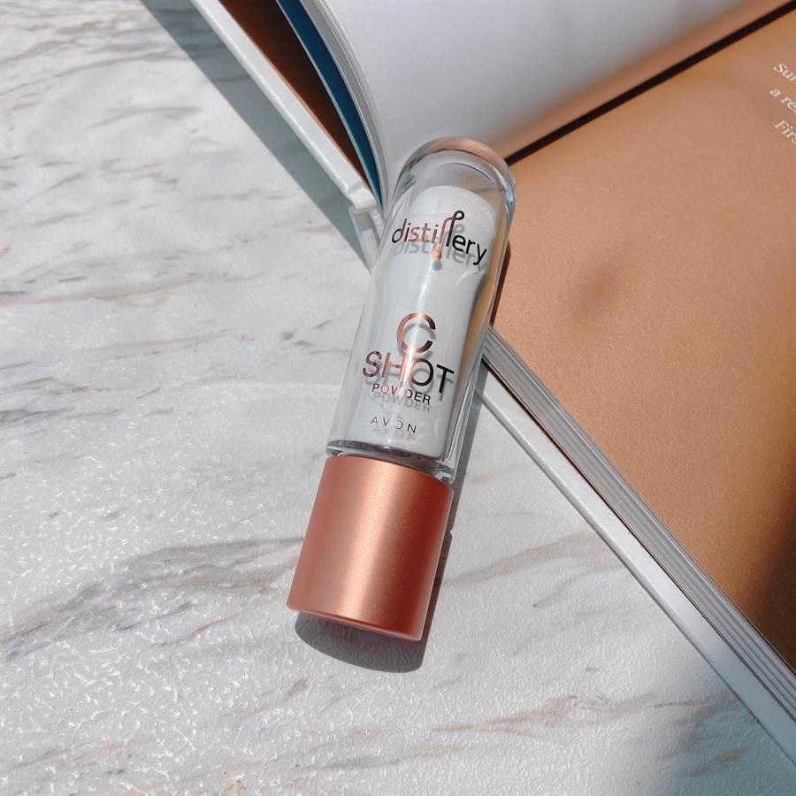 「維他命C亮顏粉」含100%精純左旋維他命C粉,高穩定無水粉狀配方,幫助肌膚美白淡斑、緊緻毛孔。(圖/邱映慈攝影)
