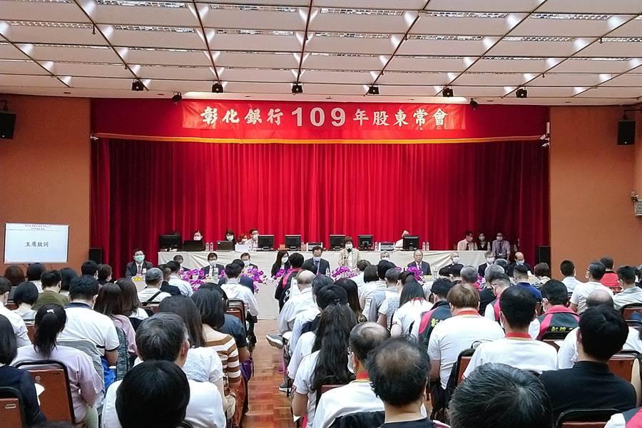 彰銀19日召開股東常會,由董事長凌忠嫄(中立者)主持。(記者林資傑攝)