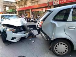 恐怖!23歲女開車「沒反鎖」 惡煞持刀闖入  車輛失控撞2路人