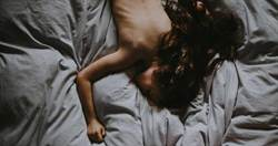 睡覺只穿內褲 半裸妹遭搓胸「以為是男友」 睜眼嚇壞:他想強〇我