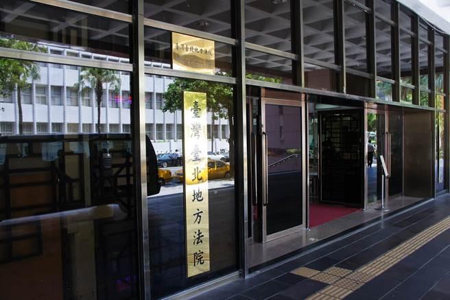 謝和弦報社外牆噴不雅字眼嗆放火,台北地院判刑。(本報資料照)