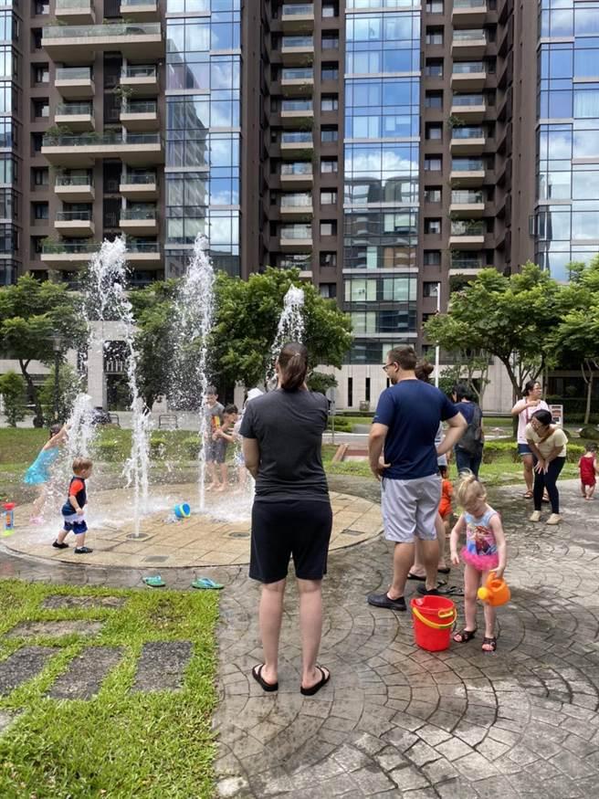 福基公園增設多樣性親子遊具。(新北市新莊區公所提供/賴彥竹新北傳真)