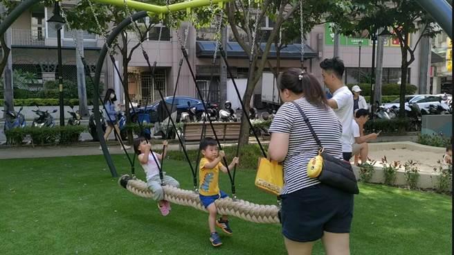 中港公園此次改造,增設不同五感體驗的遊具。(新北市新莊區公所提供/賴彥竹新北傳真)
