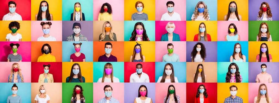 中衛口罩特殊色!墊腳石今下午5點開賣,各通路整理包出爐。(示意圖/Shutterstock)