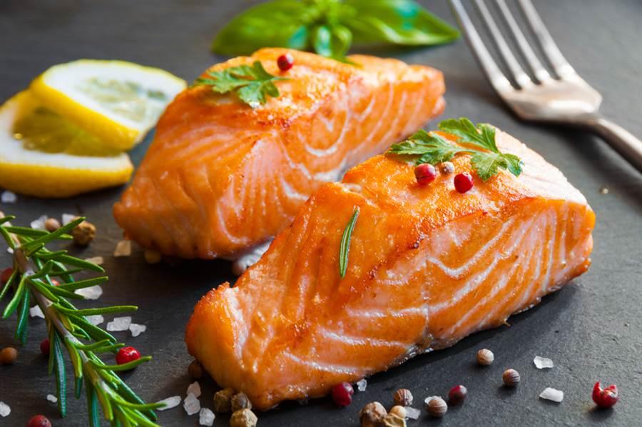 鮭魚體內沒有新冠病毒!醫揭原因:少了「天菜」。(示意圖/Shutterstock)