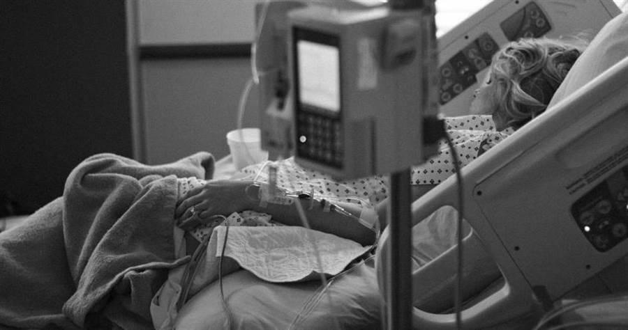 奇美醫院整理出瀕死8大症狀和護理方式。(示意圖/pixabay)