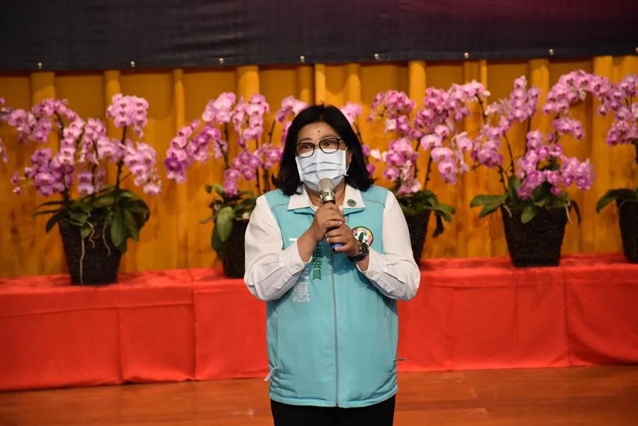 立委王美惠也以校友身分現身,為畢業生獻上祝福。(呂妍庭攝)