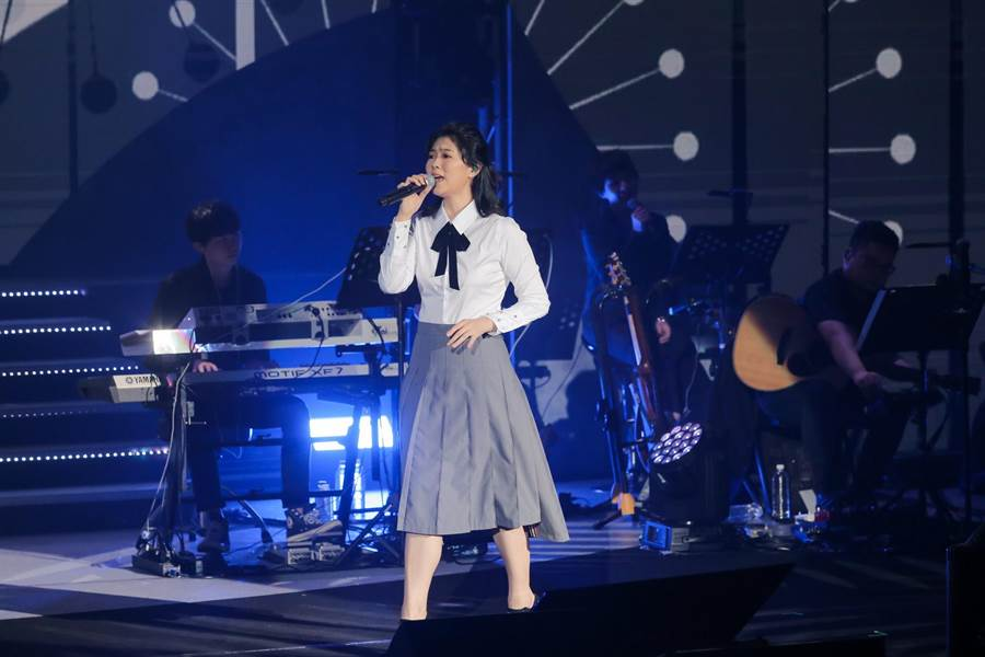 曹雅雯今晚在台北国际会议中心开唱。(卢祎祺摄)